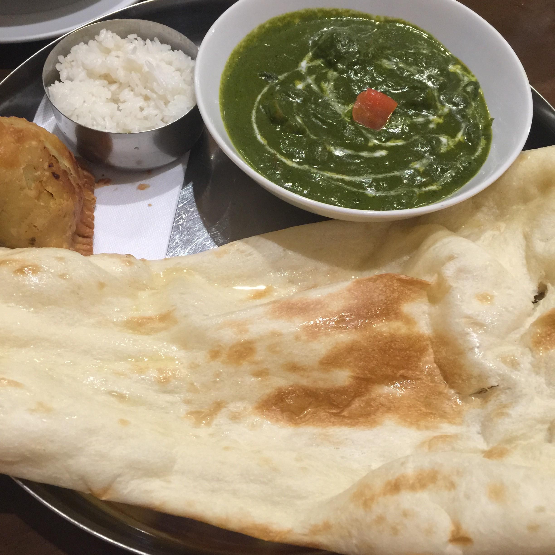 鹿島市で本格的インド料理が味わえるインドカレー専門店「プルニマ」